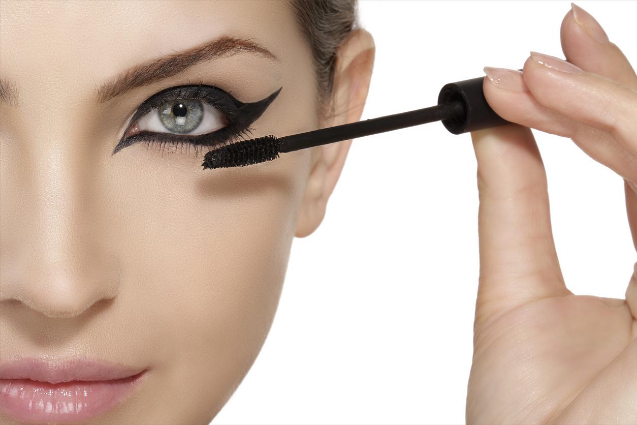Eyeliner-grafico-tendenze-make-up-autunno-inverno